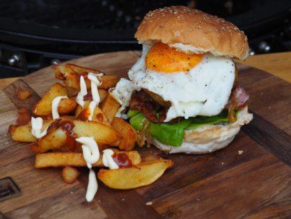 Cheeseburger met gekarameliseerde uien en een super lekkere saus