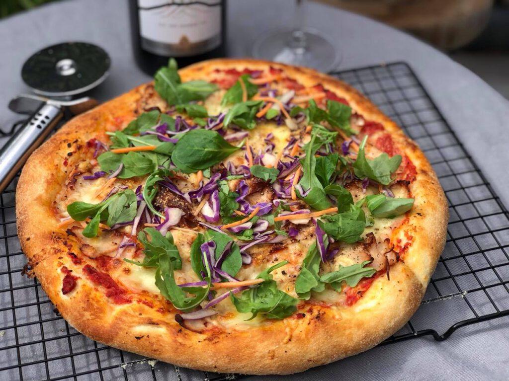 zelf pizza maken is echt heel simpel en lekker