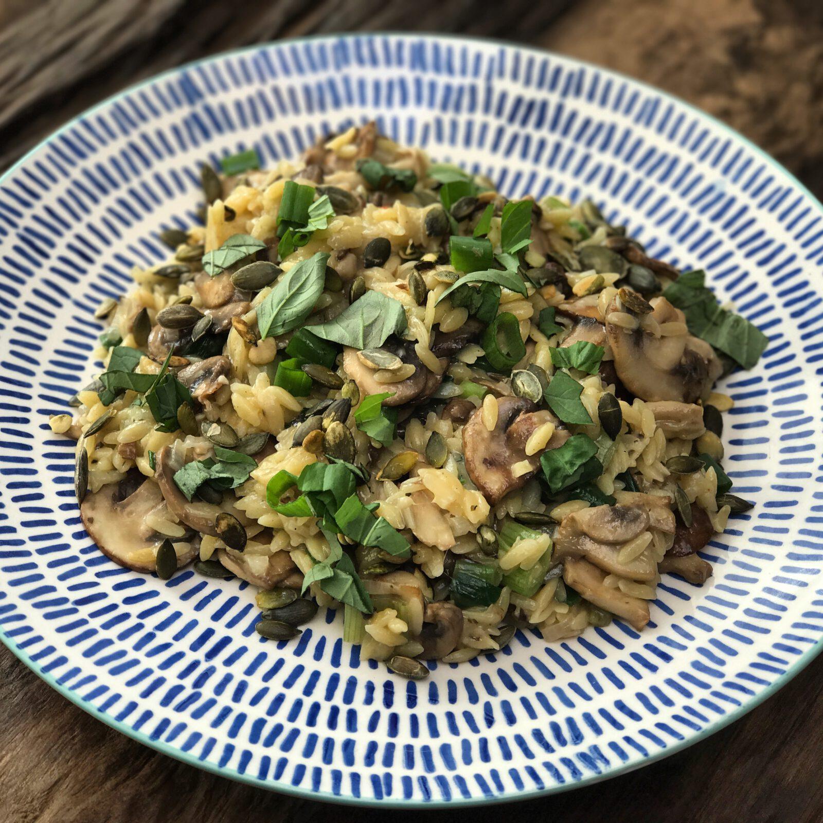 Vegetarisch recept: Orzo risotto met paddenstoelen - Familie over de kook