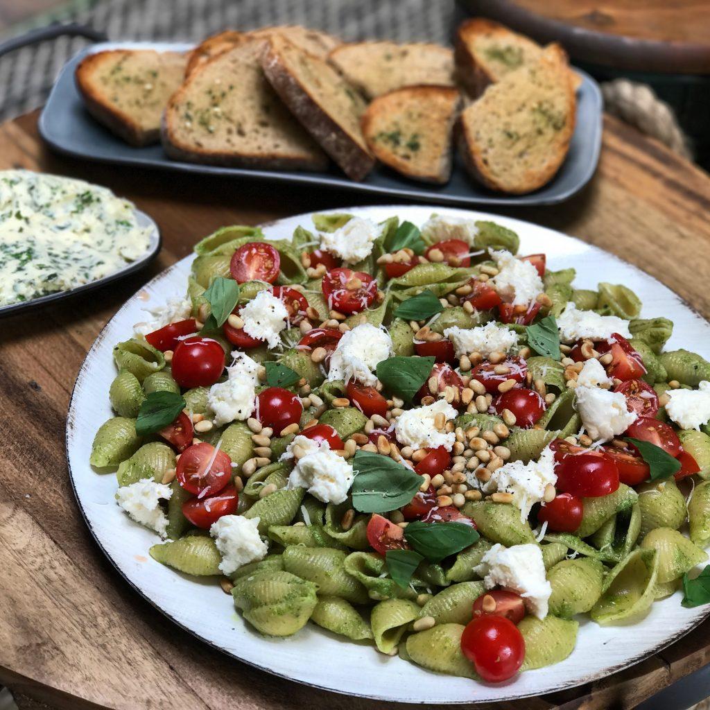 Pasta met zelfgemaakte pesto - Familie over de kook