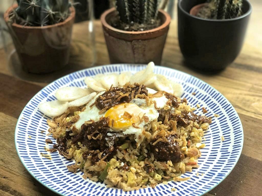 Nasi Goreng: Ideale maaltijd voor s'avonds na een drukke werkdag - Familie over de kook