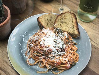 Pittige spaghetti met spek en spinazie