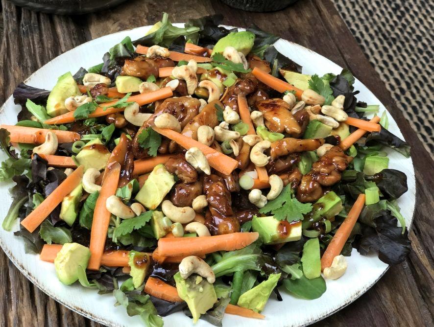 Aziatische salade met chili-ketjap kip