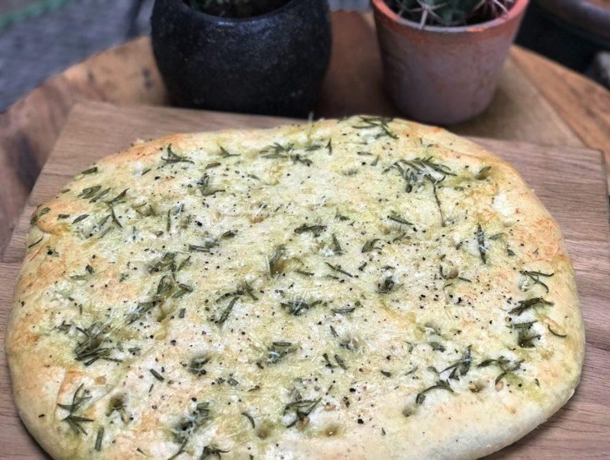 Focaccia met rozemarijn en Parmezaanse kaas