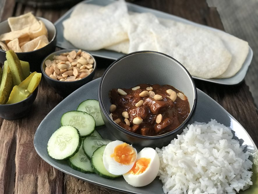 pittige pindasaus zelf maken: snel recept