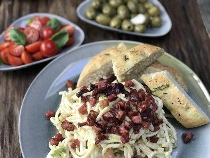 pasta met prei en krokant gebakken spek