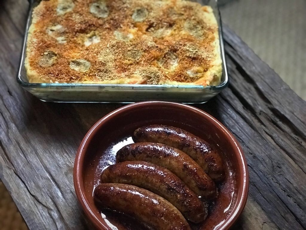 Hutspot met kruidenroomkaas en een kruidig krokant korstje - Familie over de kook