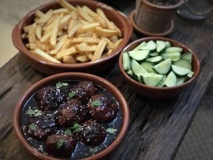 Sticky meatballs: zoet-pittige kleverige gehaktballen