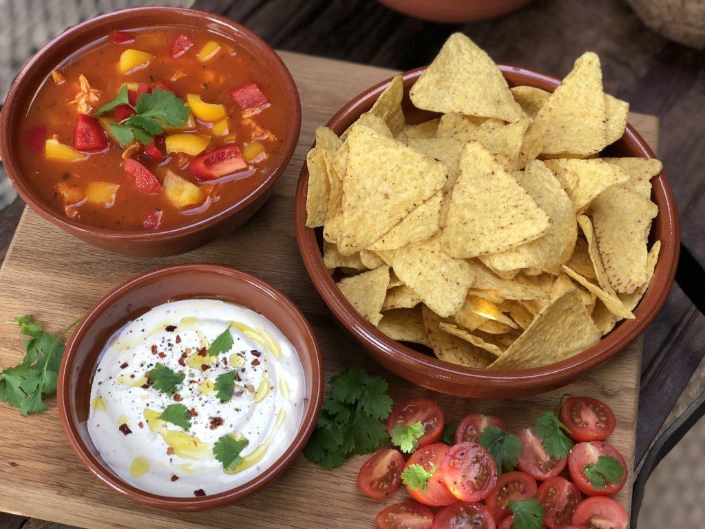 Pittige Mexicaanse tomatensoep - Familie over de kook