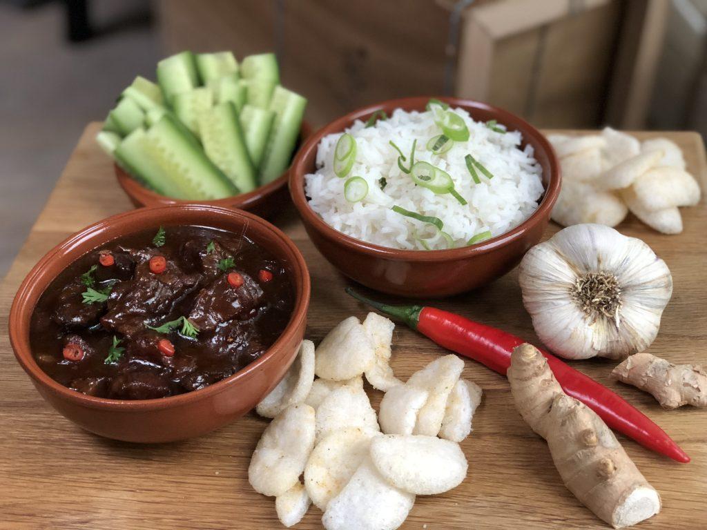 Indisch stoofvlees in kokosmelk: een smaakexplosie in je mond - Familie over de kook