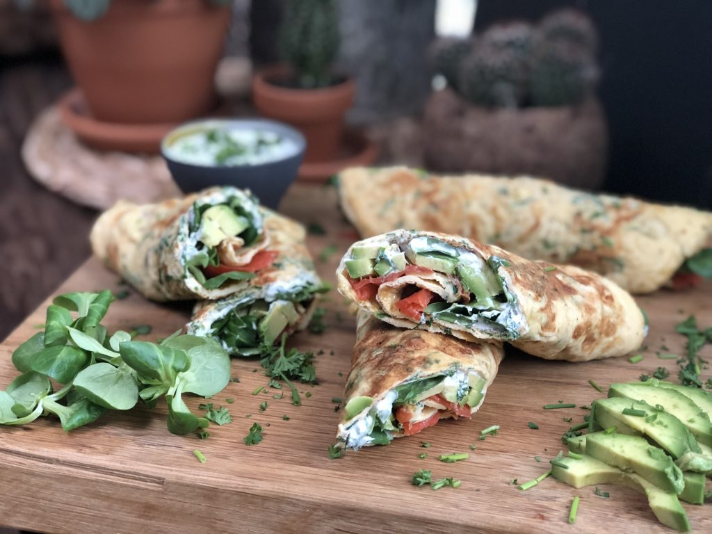 Omelet wraps met gerookte zalm en kruidenroomkaas - Familie over de kook