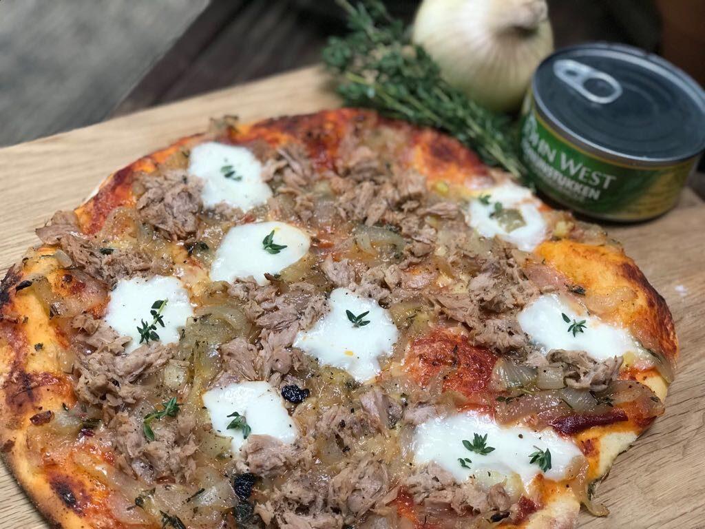 pizza met tonijn en ui. 6 pizza recepten om te variëren.