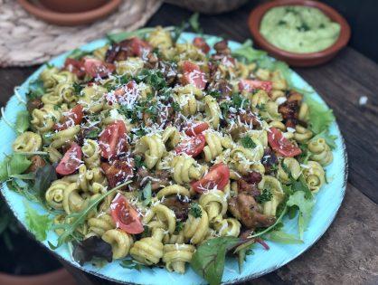 pasta met pikante kip en avocado dressing
