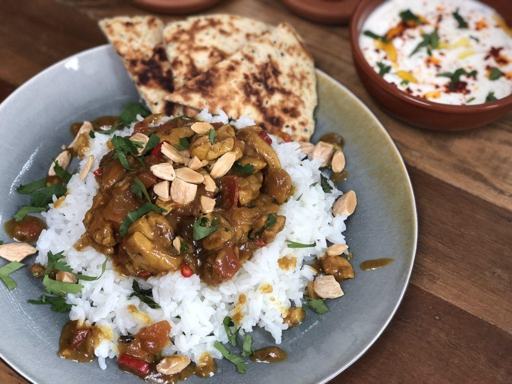 pittige Indiase kip Korma - Familie over de kook