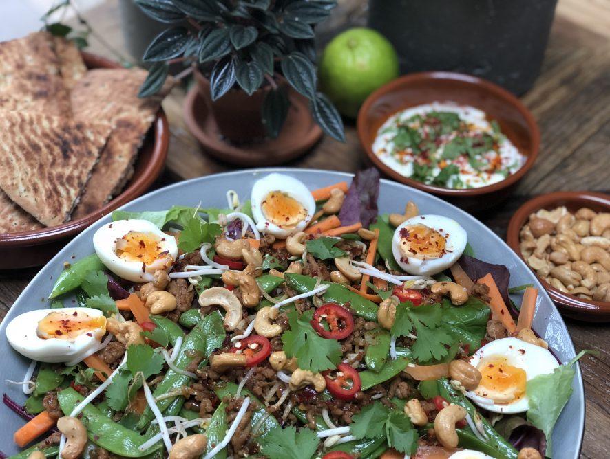Thaise salade met kipgehakt en groenten