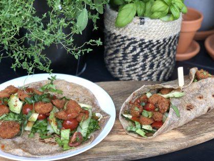 wraps met krokante garnalen en sweet chilisaus
