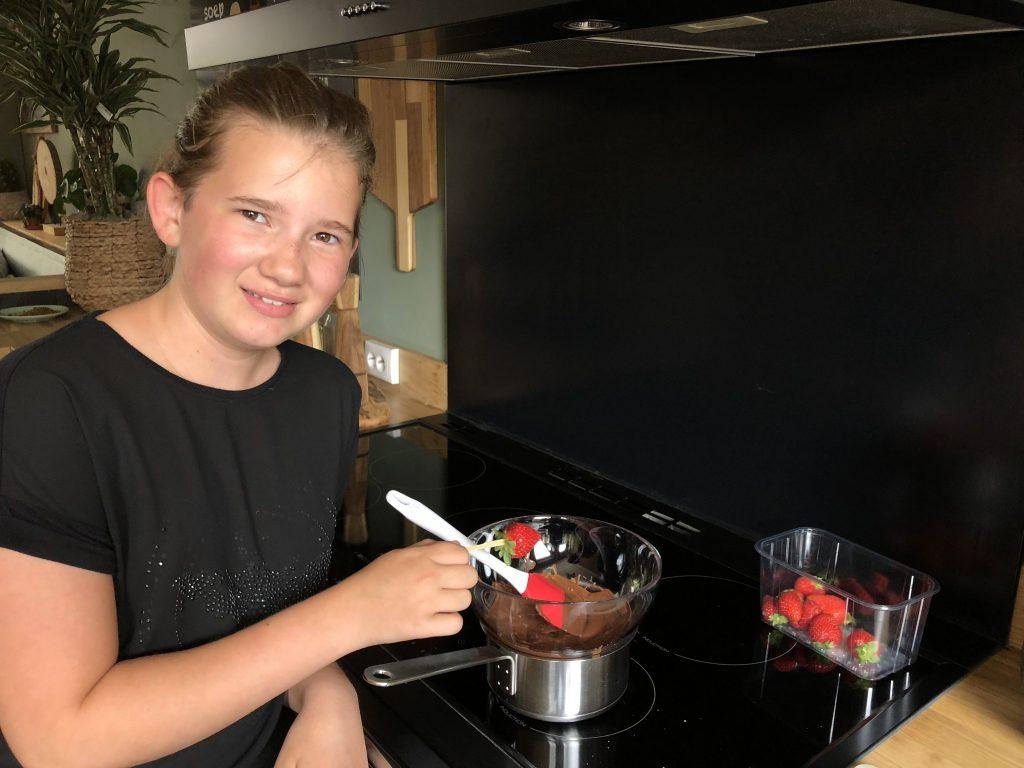 recept aardbeien in chocolade gedipt met geraspte kokos