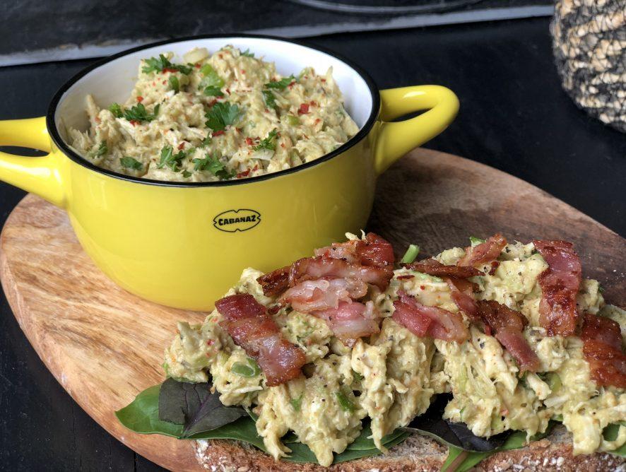 romige avocado kip salade