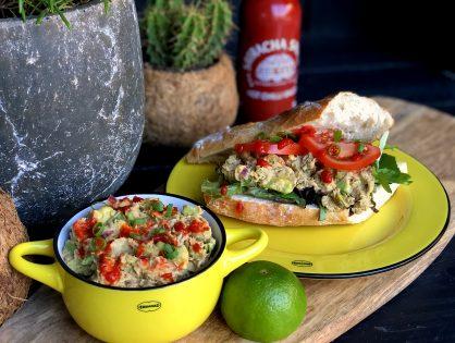 gezonde avocado tonijnsalade met sriracha