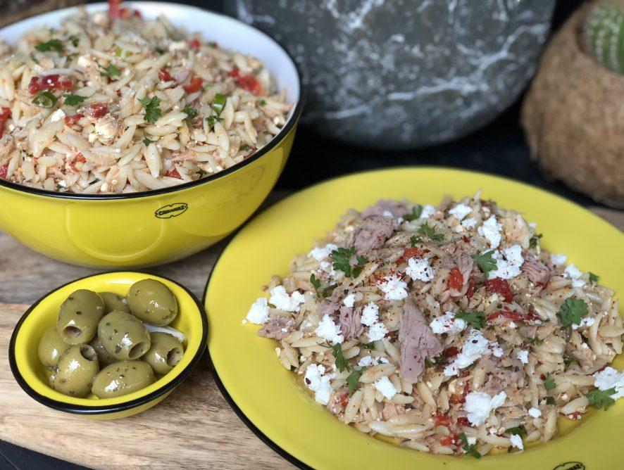 Mediterraanse Orzo salade met tonijn en fetakaas