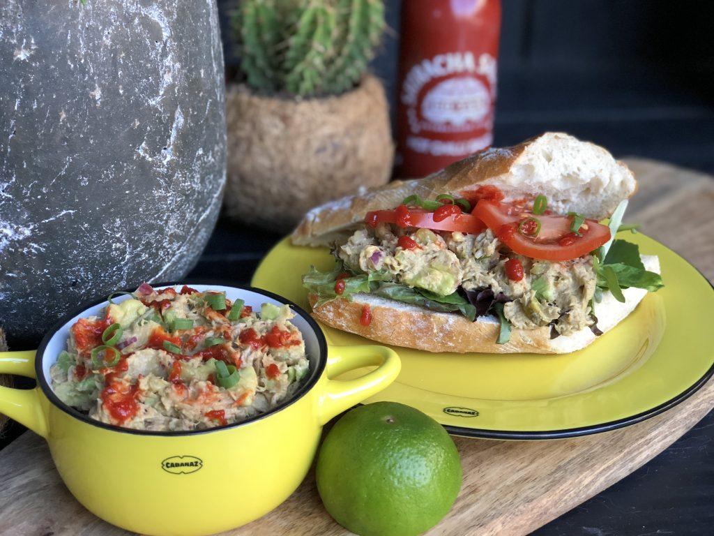 gezonde avocado tonijnsalade met sriracha - Familie over de kook
