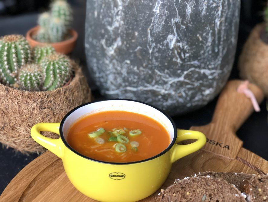 simpele pittige tomatensoep met vermicelli