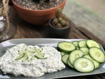 Tzatziki maken met Griekse yoghurt en verse kruiden