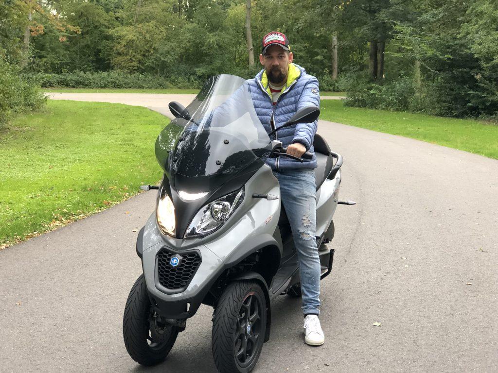Piaggo Mp3 rijden met autorijbewijs
