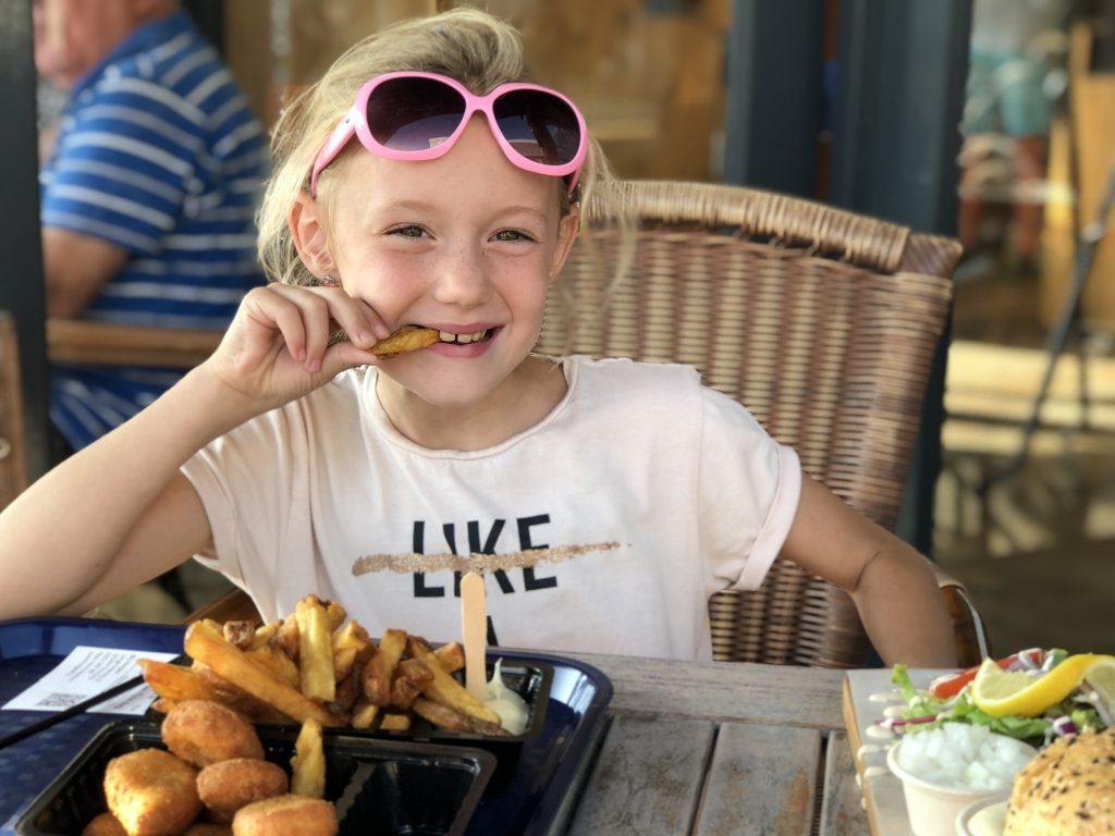 friet eten bij Hoogies bij Langevelderslag