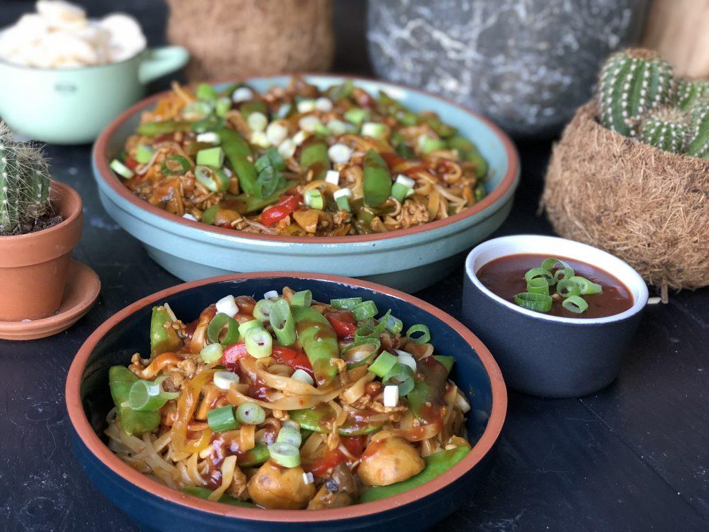 bami met pangangsaus en groenten - Familie over de kook