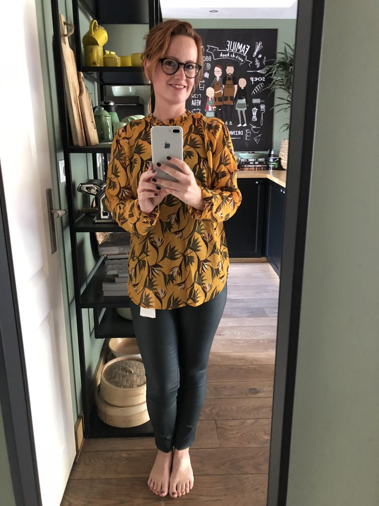 blouse van de Hema en broek van de Shoeby
