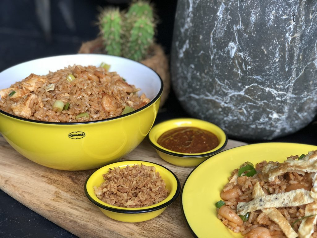 recept nasi goreng met kip en garnalen en zelfgemaakte pindasaus