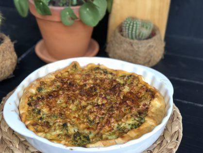 hartige taart met broccoli, gehakt, spek en kaas