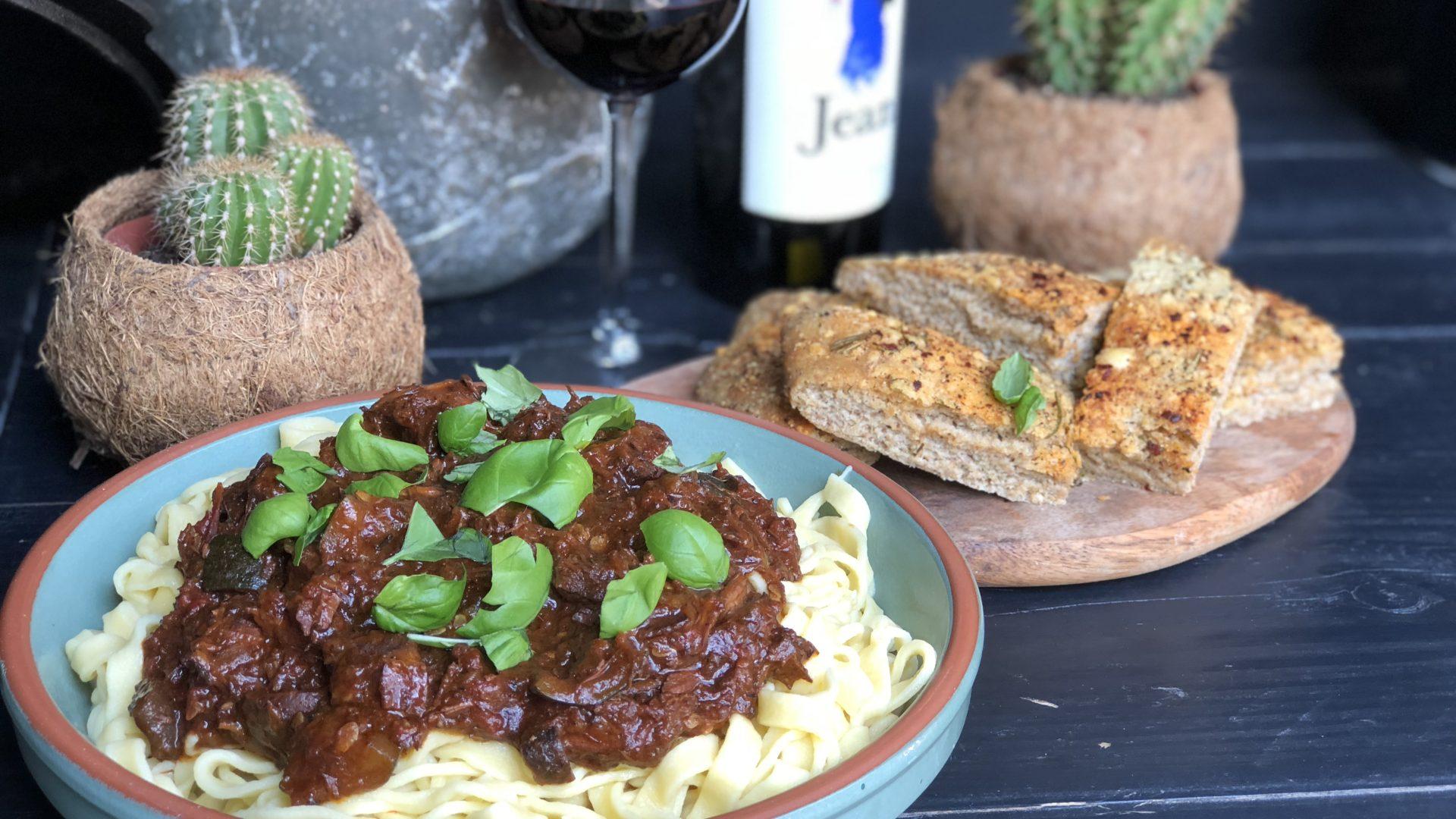 Italiaanse stoofschotel met sukade en rode wijn