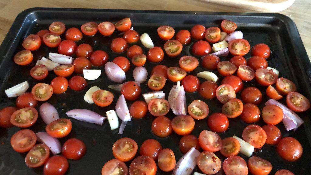 geroosterde tomaten uit de oven met knoflook, ui en balsamico azijn