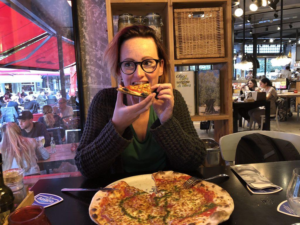 pizza eten bij Happy Itlay