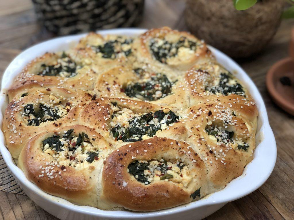 recept zachte gevulde broodjes met spinazie en fetakaas