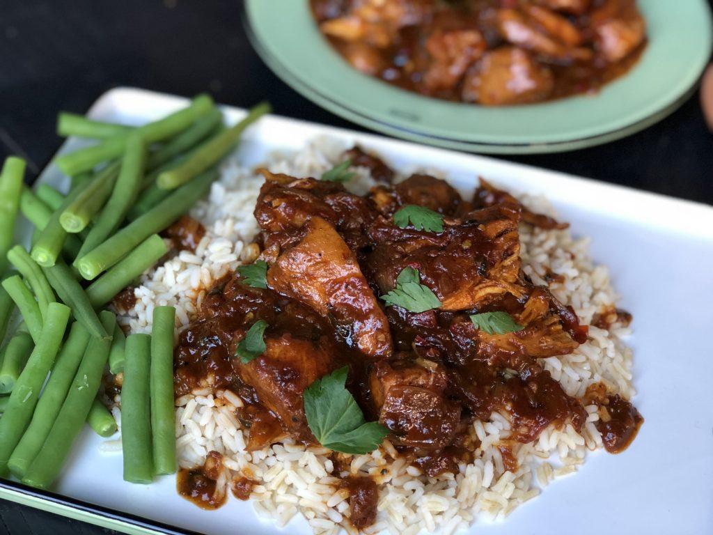 recept Surinaamse kip stoofpot met rijst en boontjes