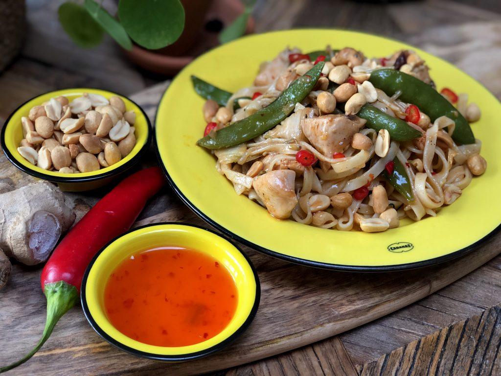recept bami met kip, groenten en een zoet pittige saus