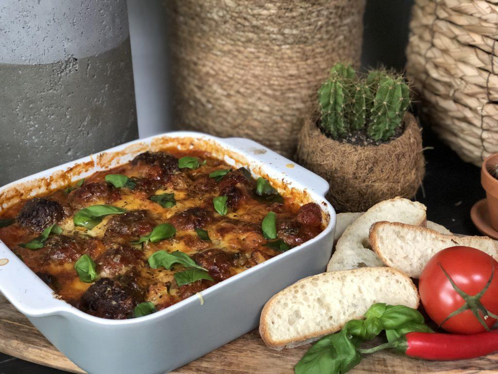 Italiaanse gehaktballetjes in pittige tomatensaus - Familie over de kook