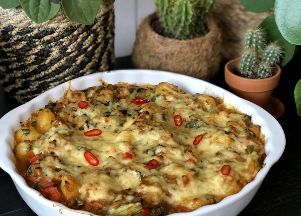 recept ovenschotel met krieltjes, andijvie, gekruid gehakt, spek en kaas