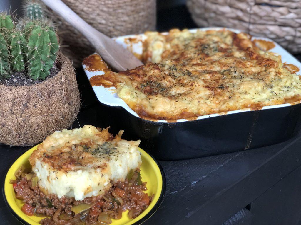 recept ovenschotel met prei, paprika, pittig gehakt, kaas en aardappelpuree