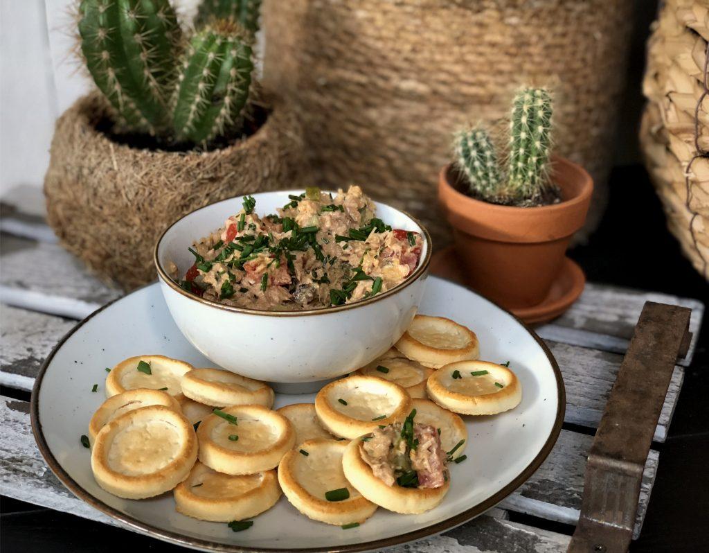 pittige tonijnsalade maken met kerrie masala - Familie over de kook