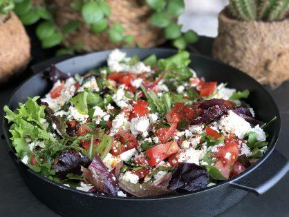 salade met tomaat en fetakaas