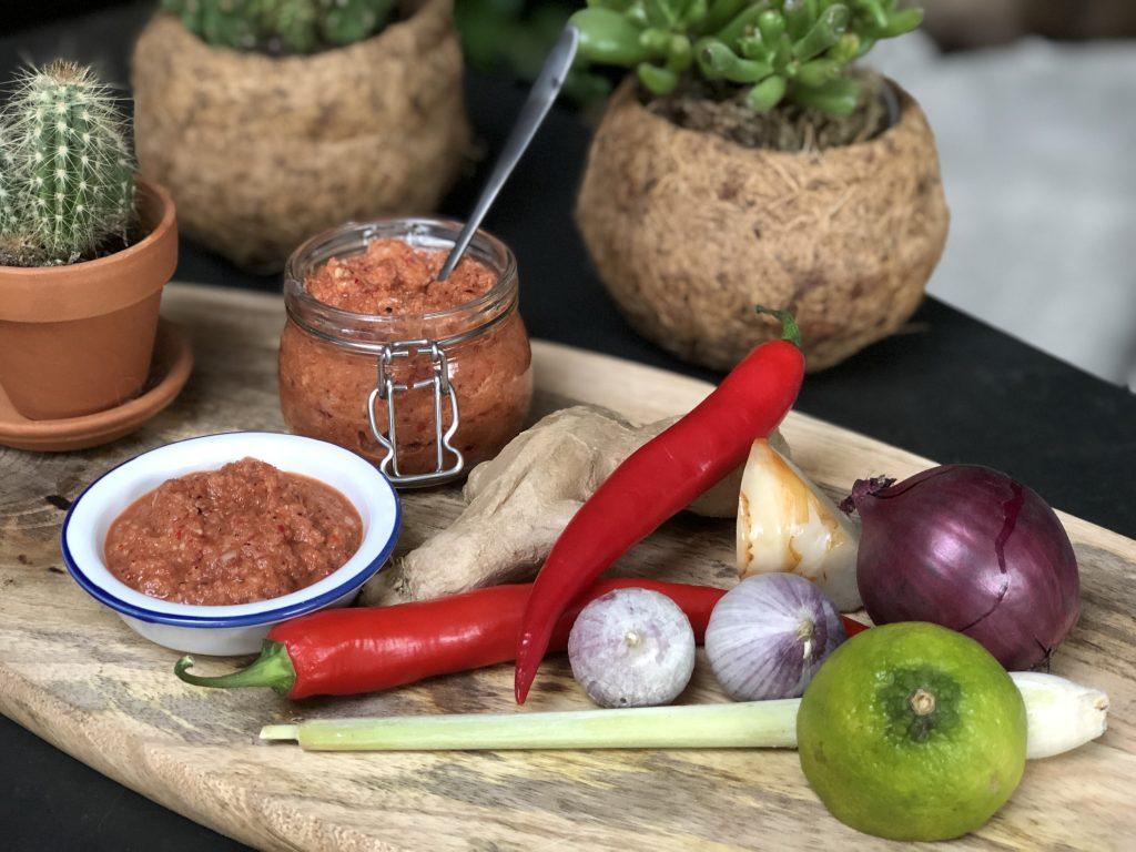 recept Thaise gehaktballetjes maken met een zelfgemaakte rode currypasta