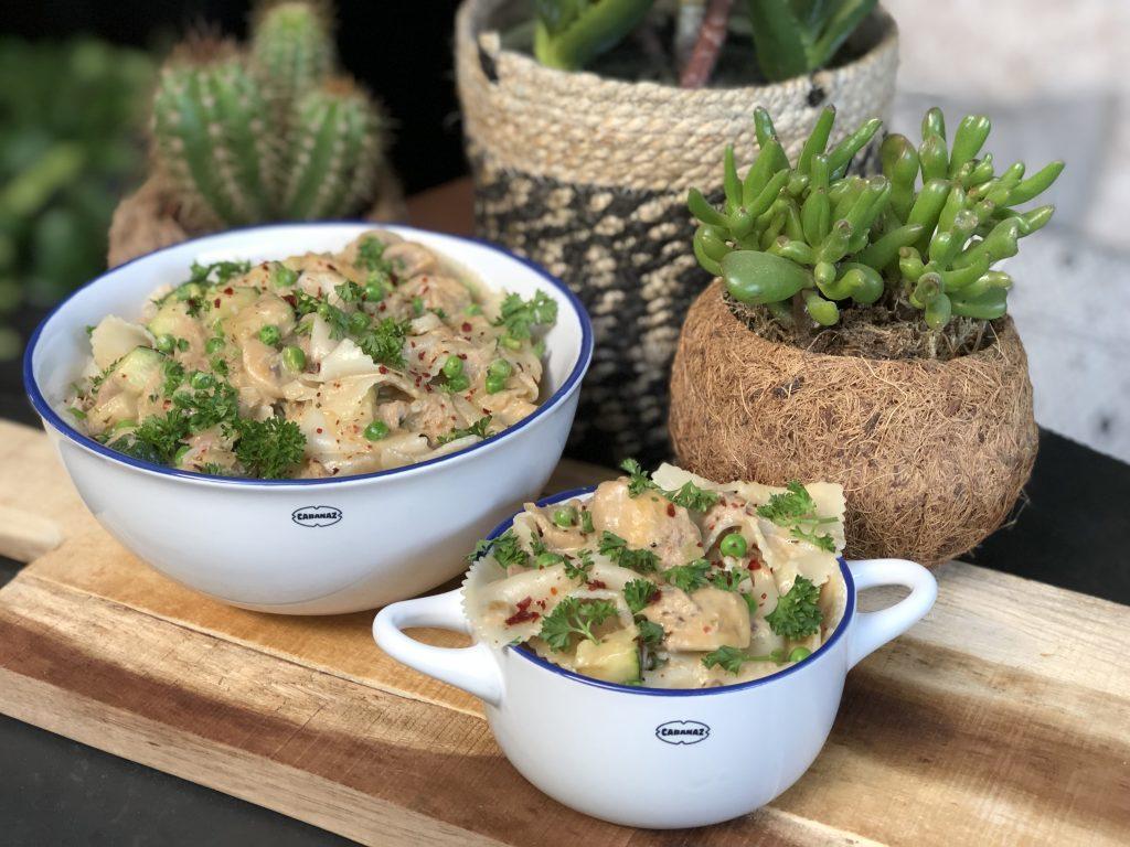 recept pasta met tonijn in roomsaus met courgette, champignons en doperwtjes