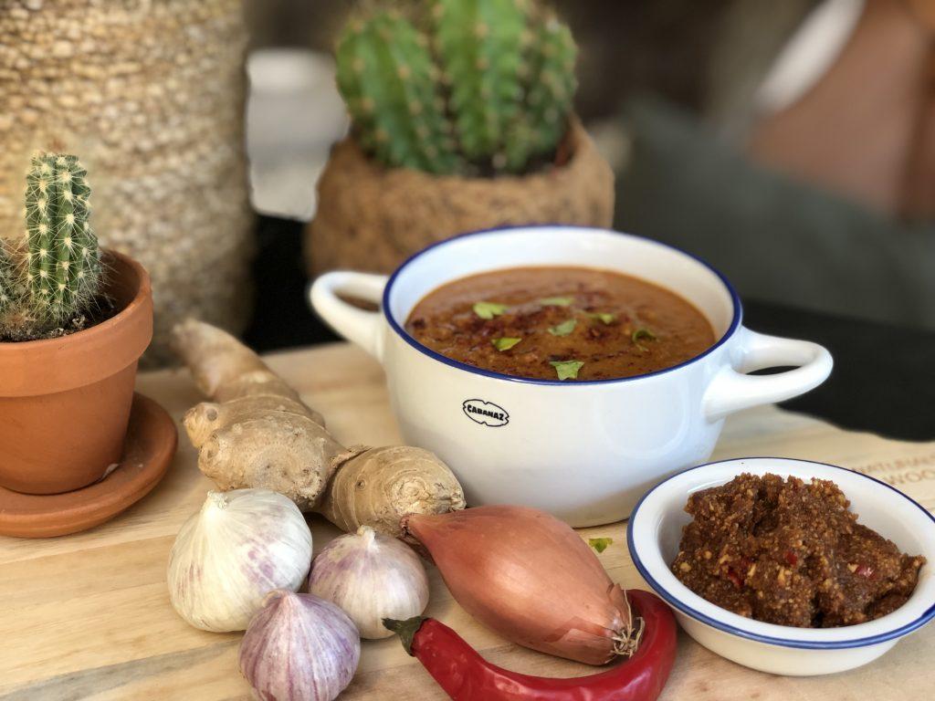 recept pittige Surinaamse pindasaus maken met pinda's ipv pindakaas
