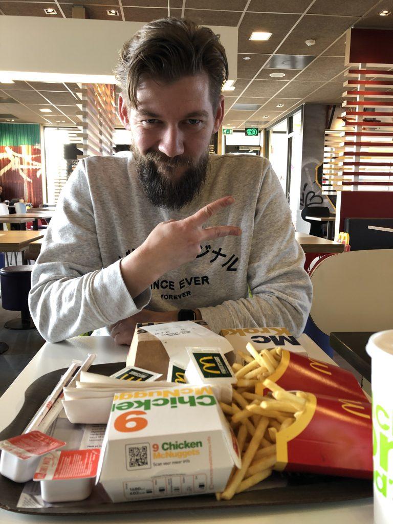 af en toe eten bij de McDonald's moet natuurlijk kunnen