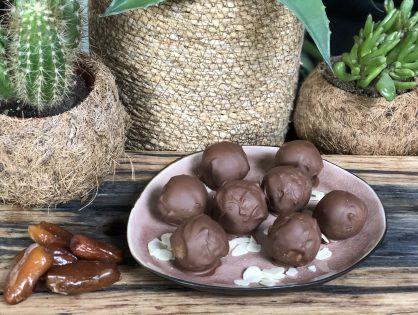gezonde bounty balletjes met kokos en chocolade
