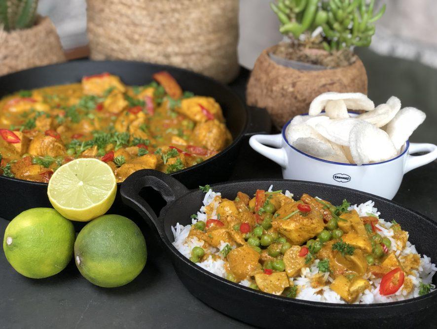 pittige kip in kokosmelk met groenten en rijst